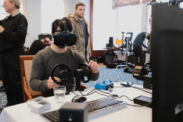 VR training for gear head operating
