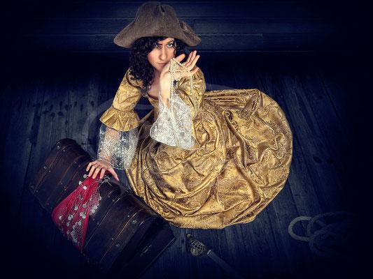 Piratin, Antik, Kleid