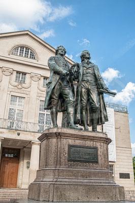 Theater Weimar mit Goethe und Schiller