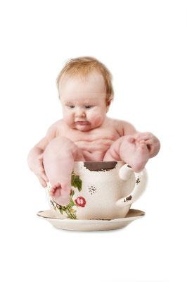 Gefangen in der Tasse, Baby, Tasse