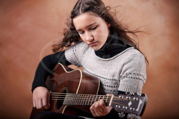 Teenager mit Gitarre, Girl, Mädchen