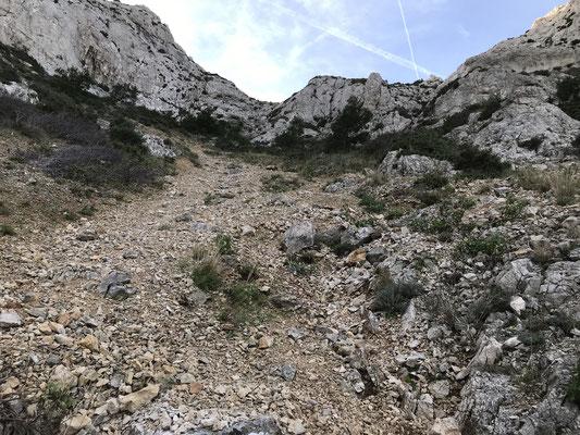 Suite au passage du Pas de Cabre, une montée pas facile avec beaucoup de cailloux