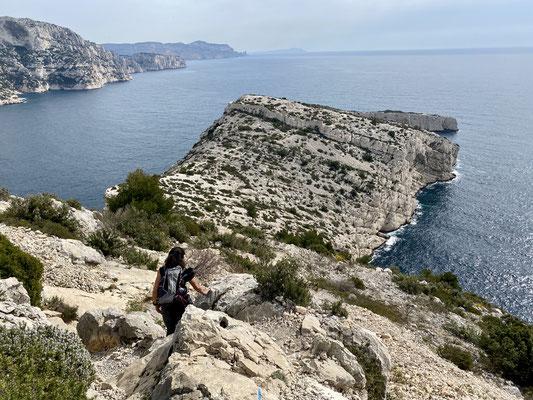 Vers le Cap Morgiou, on aperçoit le mur d'enceinte