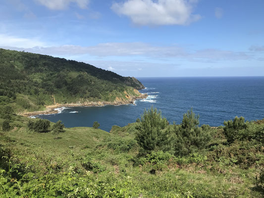 Le chemin suit la côte au Pays Basque.