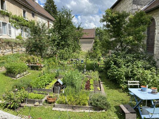 Le jardin de l'église de Lods