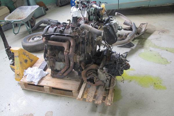 Le moteur qui va être remis à neuf