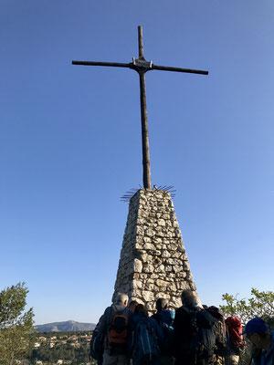 Premier arrêt au pied d'une croix