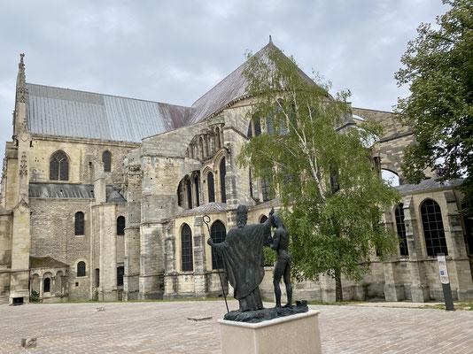 Et encore plus impressionnante la basilique St-Remi de reims