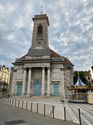 Une église de Besançon, une autre avec des colonnes
