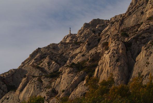 La croix de Provence au loin