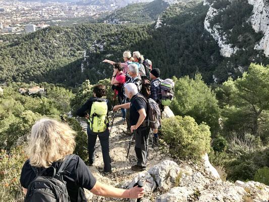 Le groupe surplombant Marseille