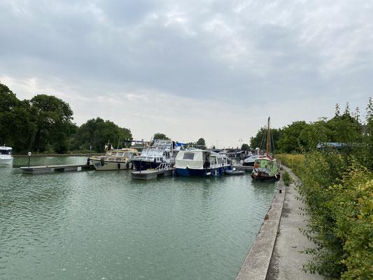 Un port fluvial