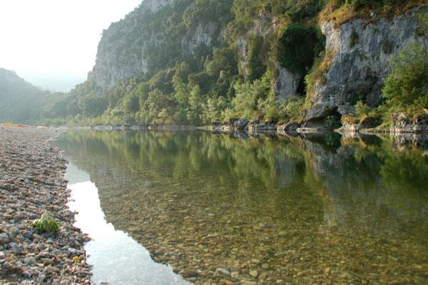 Der Fluss am frühen Morgen