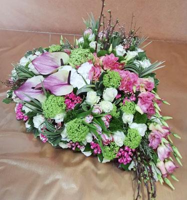 D26 Coeur blanc et camaieu de roses
