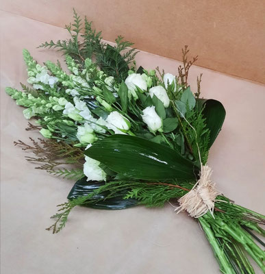 D30 Gerbe main en fleurs blanches