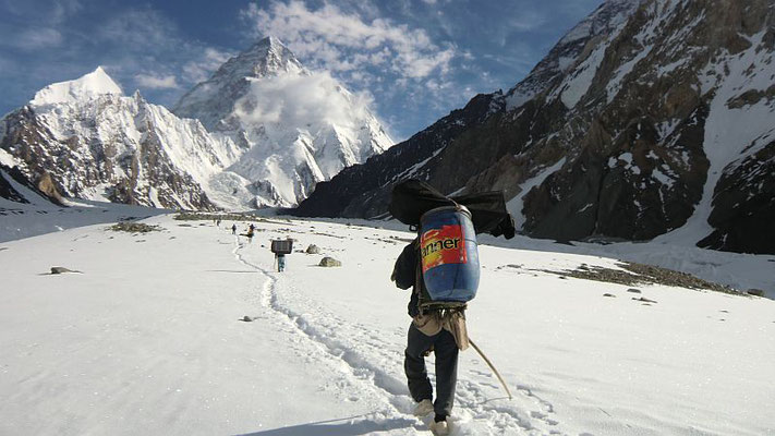 Auf dem Godwin-Austen-Gletscher zwei Stunden vor dem K2-Basislager
