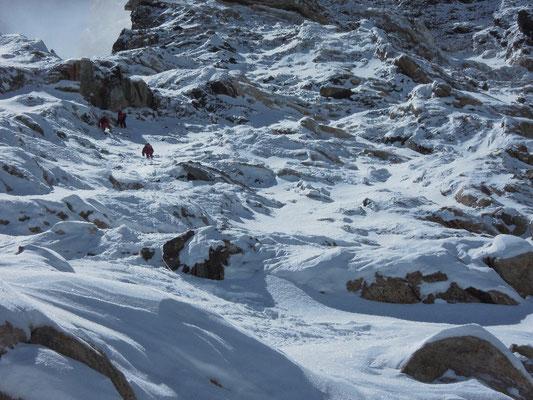 Gerlinde, Maxut und Vassiliy steigen Richtung Lager IV (ca. 8000 m) auf © Ralf Dujmovits