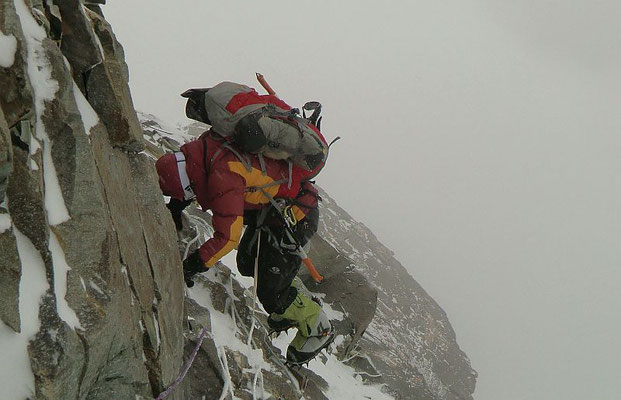 Abstieg bei Schlechtwetter auf 6800 m