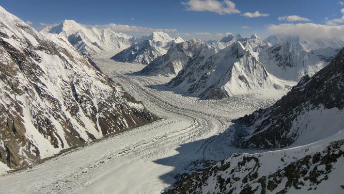 Aussicht auf den Godwin-Austen-Gletscher und die Karakorum-Berge