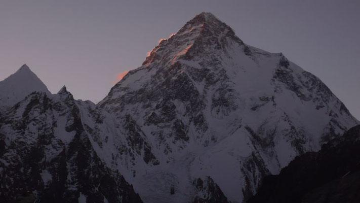Der K2 im Abendlicht (c) Gerlinde Kaltenbrunner