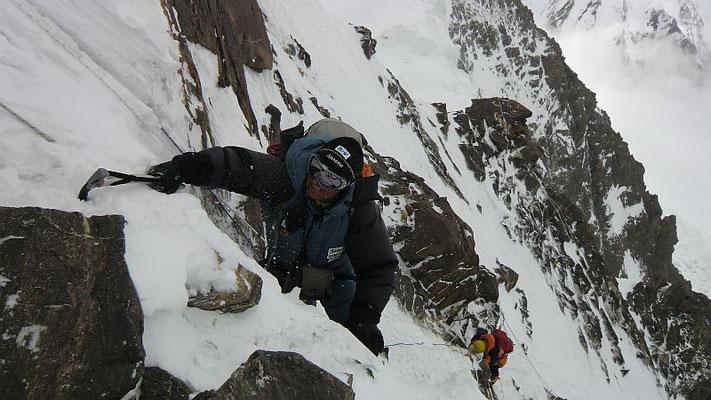 An einer der vielen Steilstufen zwischen Lager II u. Lager III