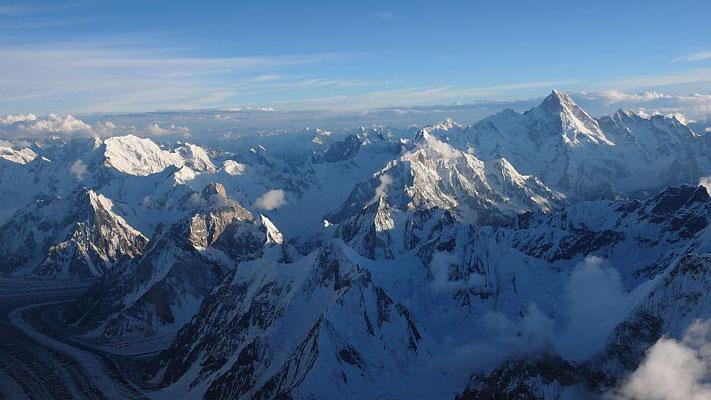 Aussicht Richtung Süden zum Masherbrum - In Bildmitte unten der Pastore-Peak