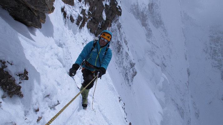Ralf Dujmovits im Aufstieg zwischen der Felschulter und Lager II © G. Kaltenbrunner