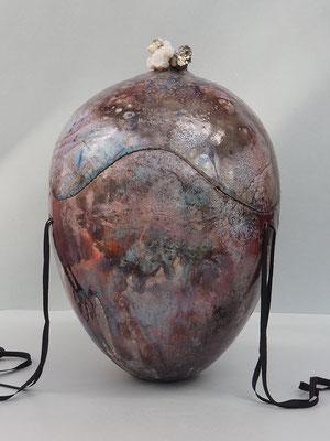 aparte Urne mit Kupferlüster, Raku mit Naturkristall