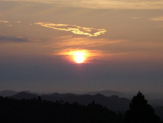 太平洋に昇る旭日