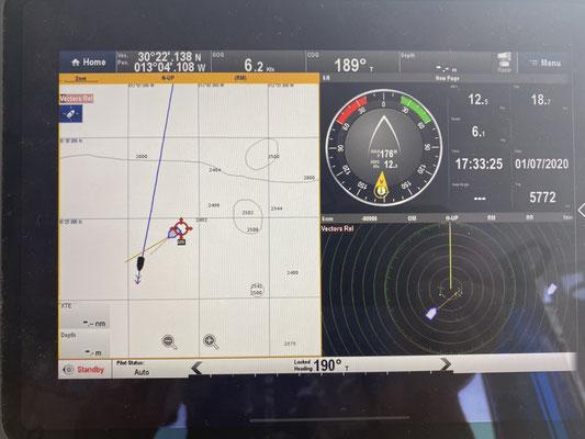 Unterwegs gingen nördlich von Lanzarote einmal alle Alarme an (AIS & Radar), da eine große Fähre direkt Kurs auf mich hielt ...