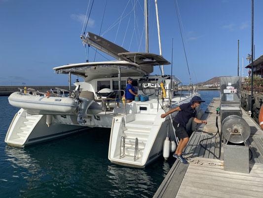 15.10. ging es los in der Rubicon Marina im Süden von Lanzarote ... nach 3 Monaten warten auf die gute Jahreszeit für eine Atlantiküberquerung, noch kurz getankt und raus aus dem Hafen!