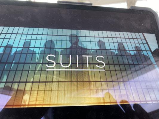 """... schaue auf ITUNES Serien ... in den letzten 3 Wochen habe ich es geschafft sage und schreibe alle 9 Staffeln von SUITS zu schauen ... das nenne ich mal """"Binge Watching"""" der Extraklasse"""