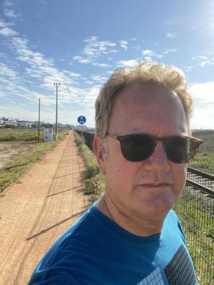 Hier an der Algarve macht selbst das Joggen Spass ... tolle Schotterpisten parallel zum Strand ...