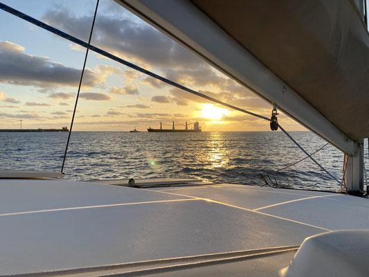 Letzten Sonntag sind wir in Las Palmas de Gran Canaria morgens in aller Früh' nach einem perfekten Ablegemanöver aus der Marina geschlichen während noch alle schliefen ...