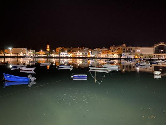 """Arrecife am Abend ... Blick direkt von der Tapes-Bar auf ein kleines Becken mit """"Fischerbooten"""" !"""