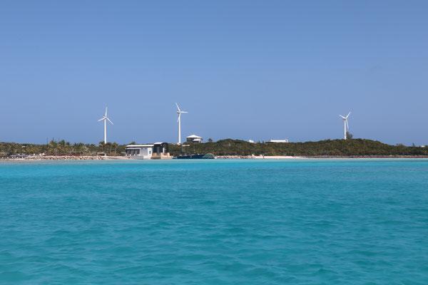 Over Yonder Cay ist auch ein Privat-Ressort, dass aber komplett auf Erneuerbare Energien setzt (Wind, Solar und sogar Gezeitenstrom) ... teilweise wirklich beeindruckend was hier so geschaffen wird!