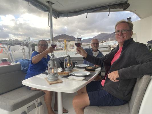 Mit der Aussicht haben wir den Abend bei einem leckeren Essen und ein wenig Wein genossen!