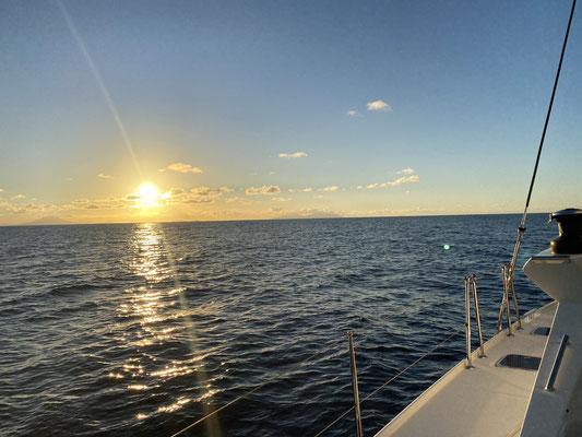Die Überfahrt hat 7 Tage und 5 Stunden gedauert für die gut 1000 Seemeilen! ... alles in allem relativ angenehme Bedingungen (bis auf zwei sehr kabbelige  Tage) ...