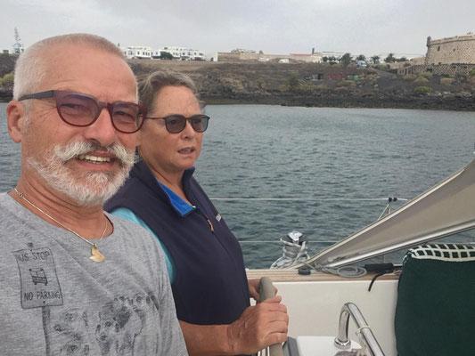 Petra und Wolfgang von der Segelyacht MolaMola kennt ihr ja noch gar nicht ... hier sind die beiden ... als Trio wollen wir die Atlantiküberquerung Anfang November in Angriff nehmen! Ich freue mich!