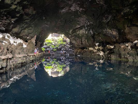 """Hier eine ziemlich schön gestaltete """"Grotte"""" ..."""