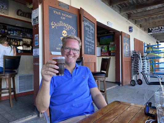 Ein erster Drink in Falmouth Harbour ca. 1 km vom Boot entfernt.