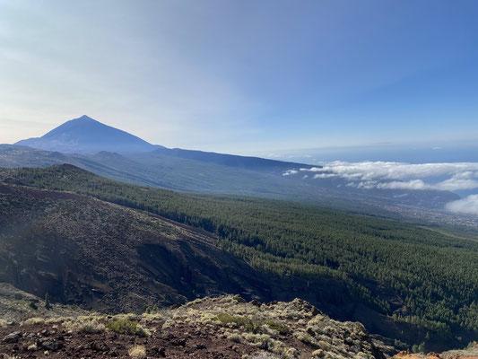 ... links der Teide ...