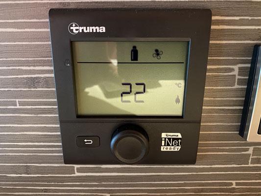... also Heizung auf kuschelige 22 Grad einstellen ...