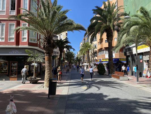 """Einige Tage verbringen wir jetzt auf Gran Canaria bevor es weitergeht nach Teneriffa unsere """"Startinsel"""" für die Atlantiküberquerung. Hier in Las Palmas liegen wir am ARC Steg, wo die Boote liegen, die im November """"organisiert"""" über den Atlantik segeln"""