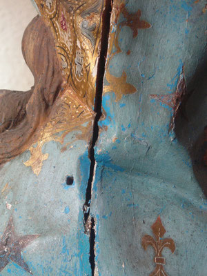 """""""Inmaculada Concepción"""". Talla de madera dorada y policromada. Limpieza de la capa pictórica. Eliminación de repintes. Detalle."""