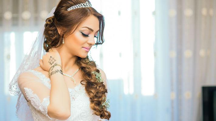 Glamouröse Brautfrisur