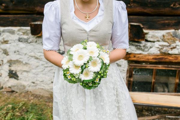 Trachtenhochzeit Brautstrauss