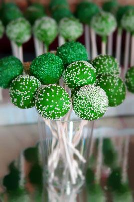 Cake Pops in vielen Farben und Designs