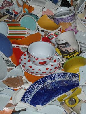"""Früher: Beim """"Poltern"""" Keramik zerschlagen"""