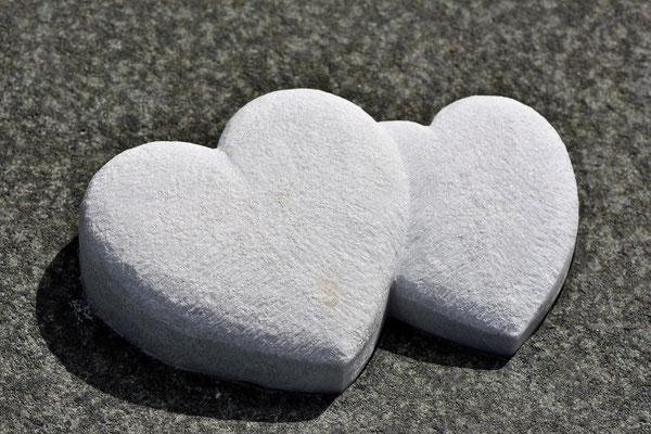 Steine als Doppelherzen